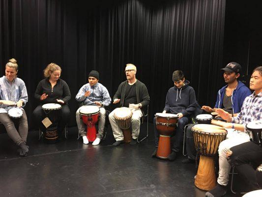 Ungt skapande Kultur i väst integration ensamkommande